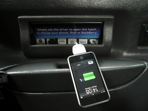 Curiosità – Il taxi che fa da dock al tuo iPod (o cellulare)