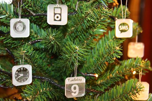 Il tuo Albero di Natale sembra un po' spoglio? Arricchiscilo con le giuste icone!