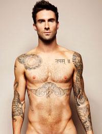 Adam Levine (Maroon 5): nudo alla meta!